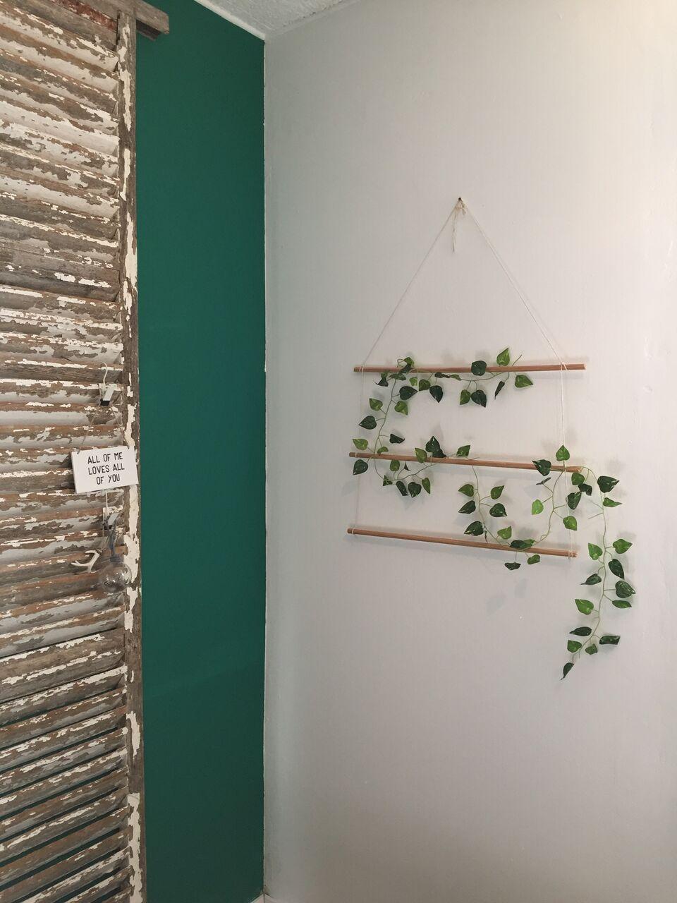 diy un support pour plante suspendue caract rielle. Black Bedroom Furniture Sets. Home Design Ideas