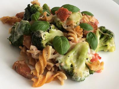 Zapiekanka z brokułami i boczkiem