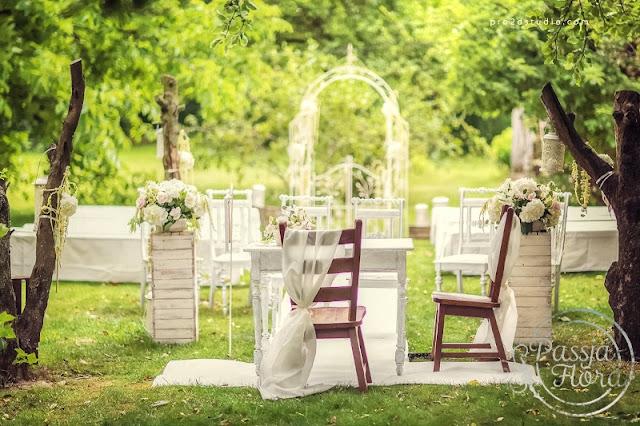 Romantyczny ślub w sadzie.