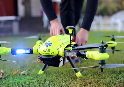 Tinuku.com FlyPulse defibrillator's ambulance reaches heart attack