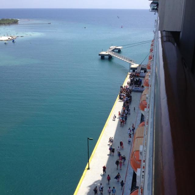 Laivaan nousu Mahogany Bay, Roatan, Honduras