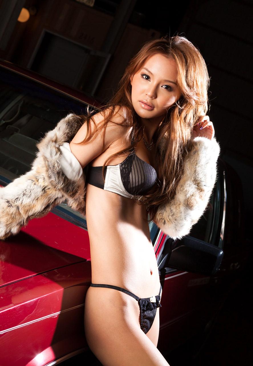 sexy emiri okazaki sexy bikini pics 03