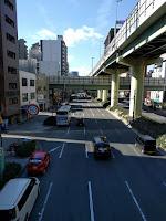 歩道橋の上から見る千日前の大通り