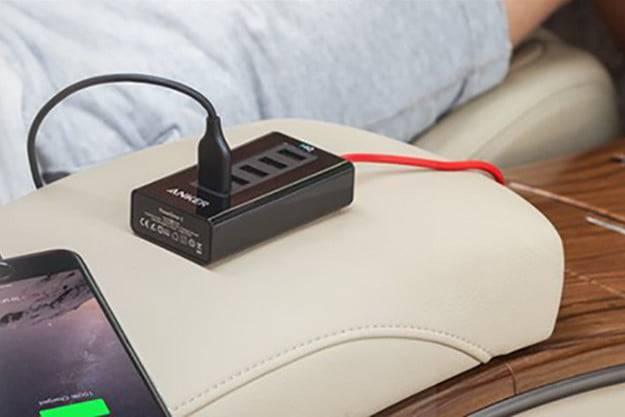 Charger Mobil Anker dengan 5 port USB (digitaltrends.com)