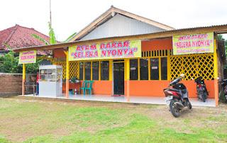 Rumah Makan dekat Batu Hiu