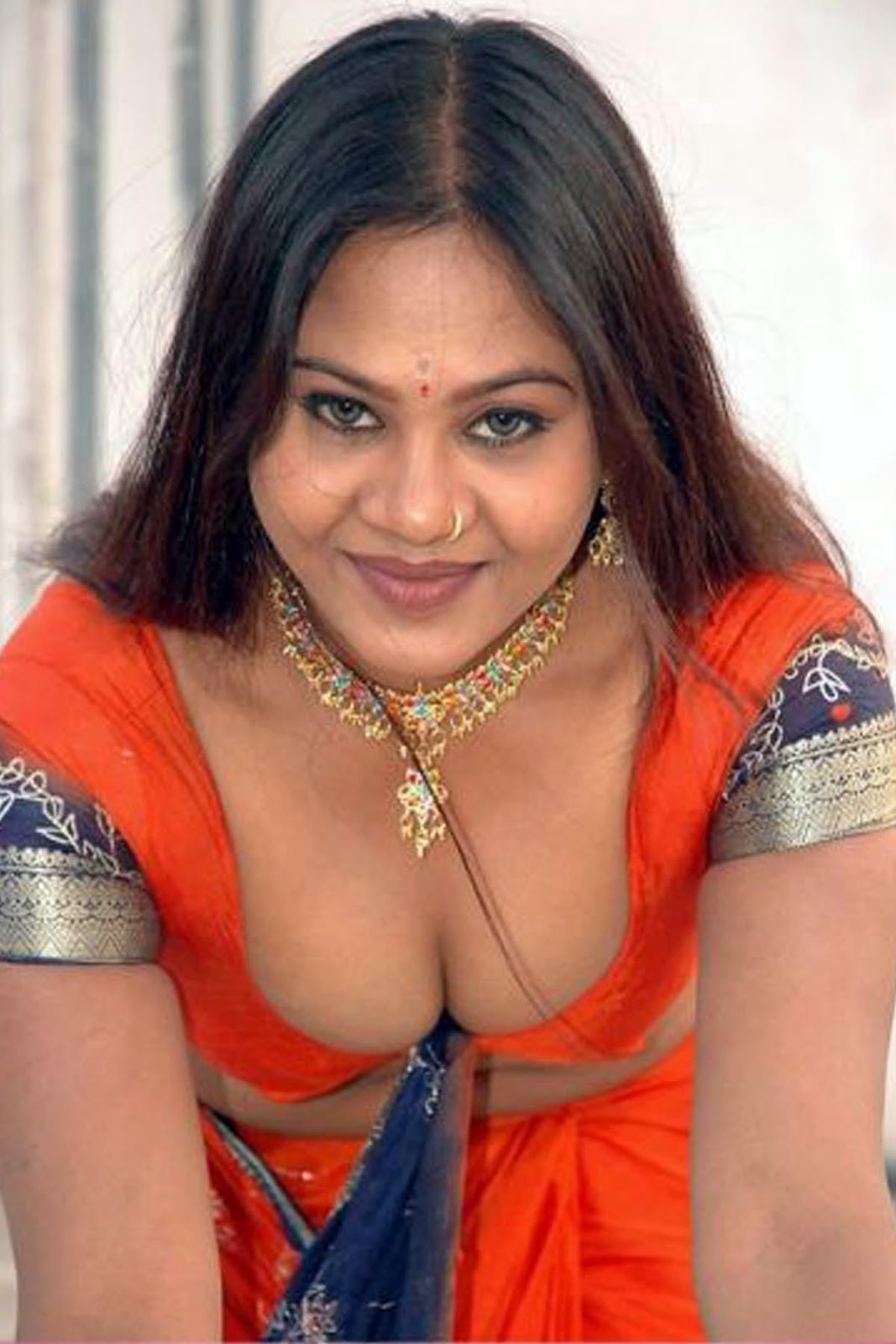 Latest Hot Aunty Cleavages Hd Pics - Wiral Beauties-9652