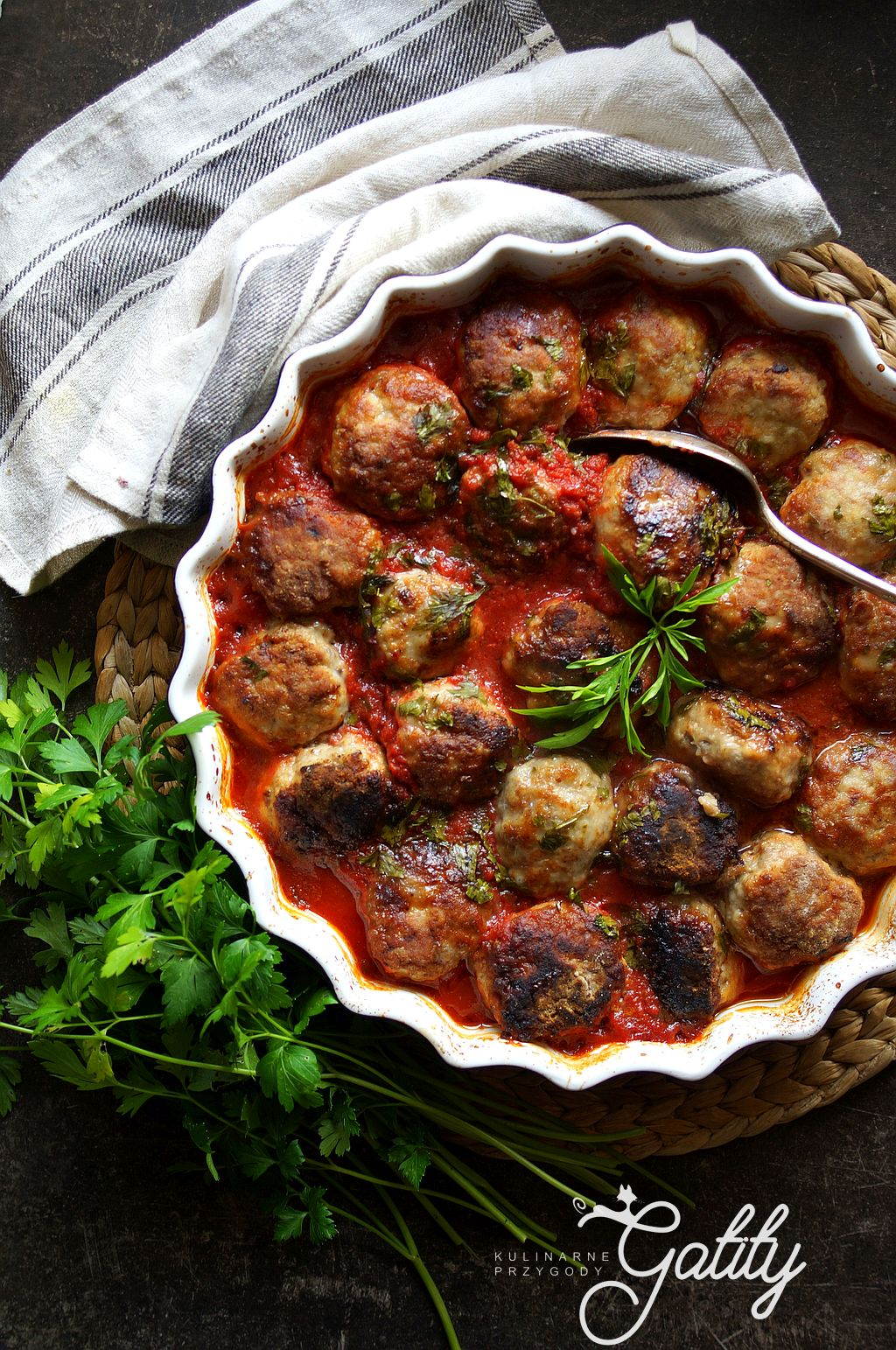 kulki-miesa-w-pomidorowym-sosie