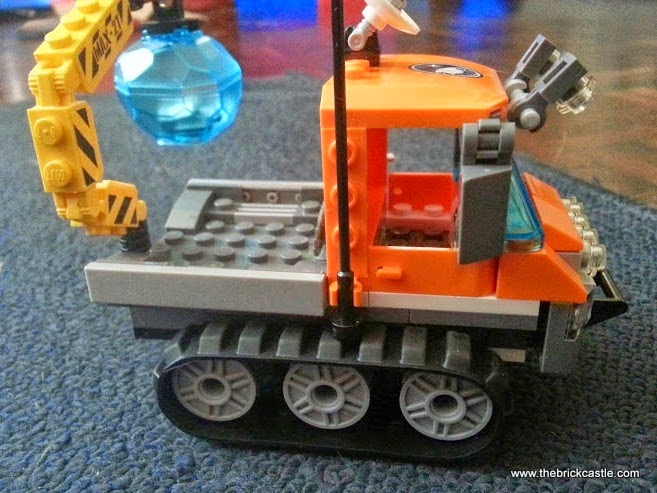 LEGO City Arctic Ice Crawler 60033 Review vehicle crane with ice block and hidden crystal