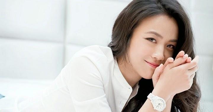 Chinese Singer & Actress- Sun Jing Yuan   Nude women in public