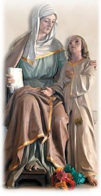 Escultura de Santa Ana sentada abrazando a la Virgen Niña