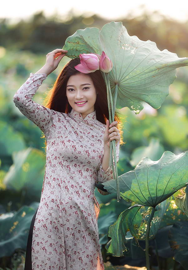 Vu Thuy Dung and Lotus Flower