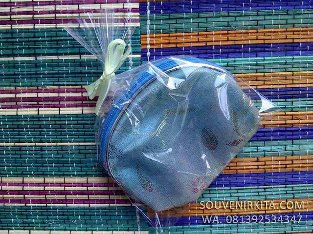souvenir pernikahan dompet koin china