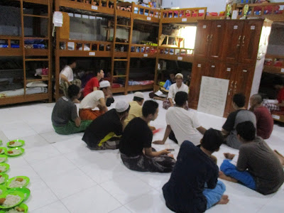 Program English Club Kamar 19