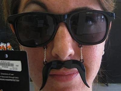 lentes con bigote