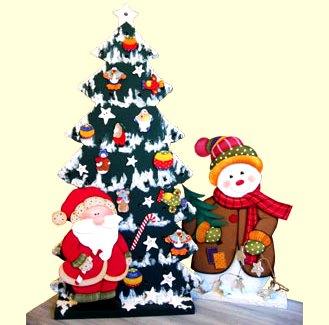 Dibujo del Arbol de Navidad con Papa Noel y muñeco de nieve a colores