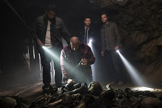 "Hugo Ateo as Cesar Cuevas, Lee Rumohr as Jesse Cuevas, Jensen Ackles as Dean Winchester and Jared Padalecki as Sam Winchester in Supernatural 11x19 ""The Chitters"""