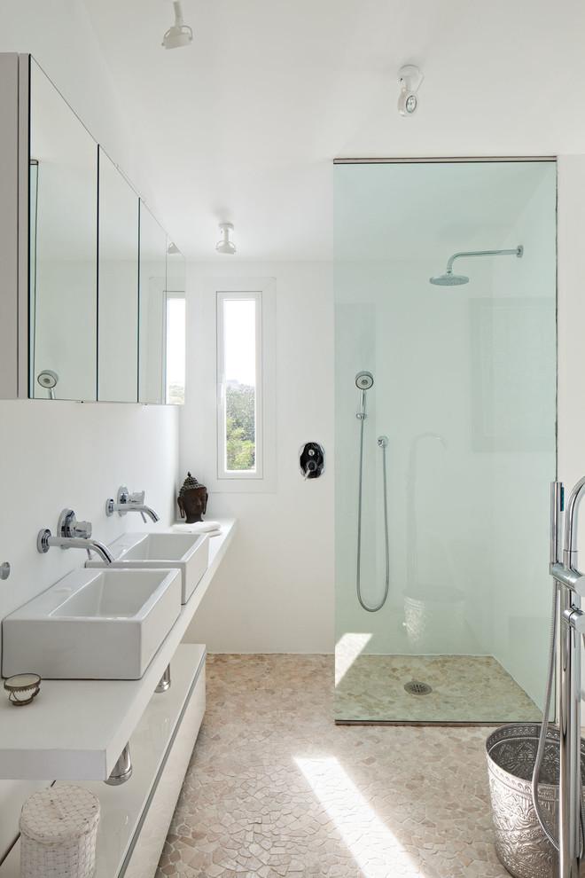 Baño con zona de ducha