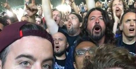 Dave Grohl va a concierto de Metallica como simple mortal