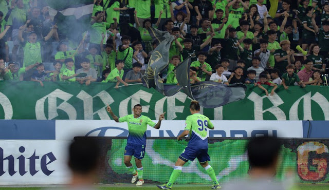 Kim Shin-wook and Lopes celebrate their goals against Ulsan Hyundai. They were both on the scoresheet again when Jeonbuk Hyundai Motors defeated Sangju Sangmu at the weekend