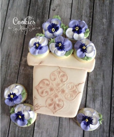 Pansies in a Beautiful Flower Pot Cookies