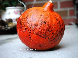 Zentangle auf Kürbis Pumpkin tangle von Beate Winkler Hamburg