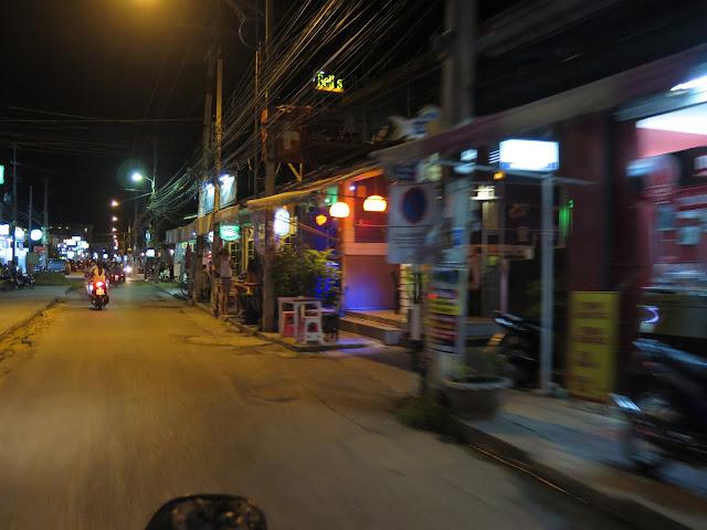 Calle de las Guesthouses - Kanchanaburi