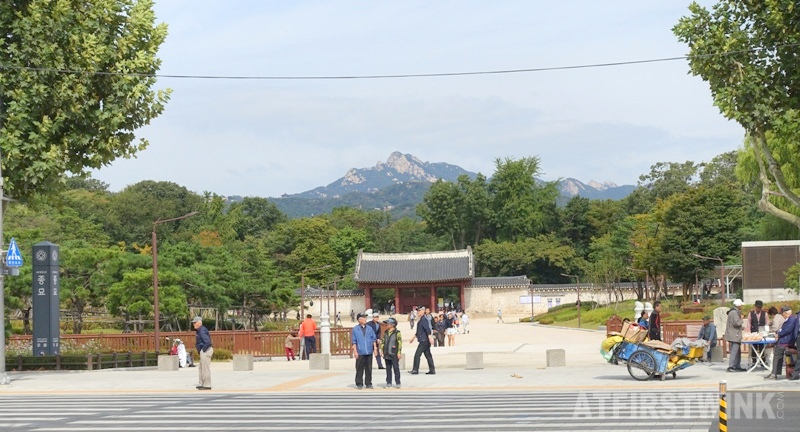 jongmyo shrine entrance seoul Korea mountain top