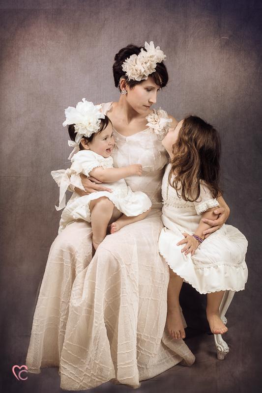 Fotografia di famiglia mamma con le sue bambine