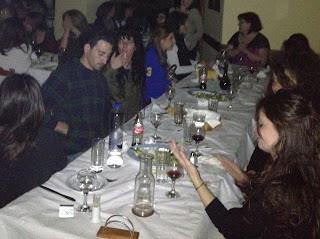 τραπέζια με κόσμο στο δείπνο του Ρεθύμνου