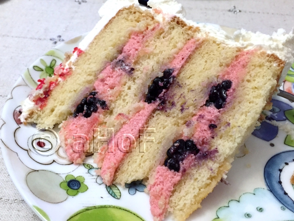 White Cake with Blackberry Mascarpone Filling and fresh blackberries