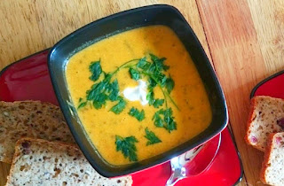 Holenderska zupa dyniowa na ostro z gorgonzolą i mascarpone