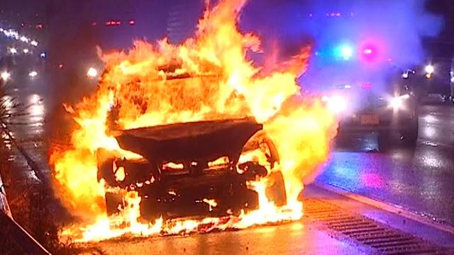 Έβαλαν φωτιά στο Γαλάτσι σε κλεμμένη Mercendes από το Ναύπλιο