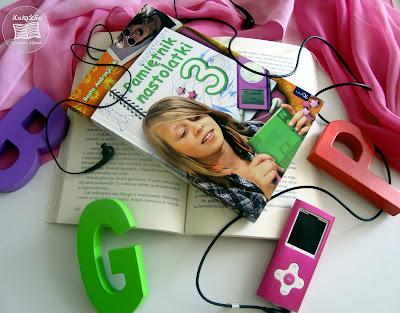 Kwiecień w książkach, premiery, maj, premiery majowe, książki, recenzje, twoim śladem, książka new adult, romans, gatunki książek, szufladkowanie książek, tanie książki, tanie księgarnie, najtańsze księgarnie, gdzie tanio kupić książki, zamówić przez internat, zamawianie przez internat, zamawianie książek przez internet, książki przez internat, książki w internacie, polscy autorzy, polscy autorzy kogo czytać, recenzje kwiecień, blog z recenzjami blogi książkowe, polecajka blogowa, książko miłości moja, książki, dobre książki, Zimowa miłość, Podbój, Elle Kennedy, Cytaty o smutku, smutne cytaty, smutne myśli, cytaty smutne, piękne smutne cytaty, Pakośińska, książka Pakosińskiej. Pakosińska plagiat?, książka dla dzieci, książki dla dzieci, Malinka, szał dziewczyna, książka dla dziewczyny, książka dla dzieci w podstawówce, książka uczy i bawi, Pamiętnik nastolatki, książka dla nastolatki, książka dla młodzieży, Potomkowie Tossca Lee, Potomkowie, Krwawa Elżbieta, Krwawa hrabina, Elżbieta Batory,