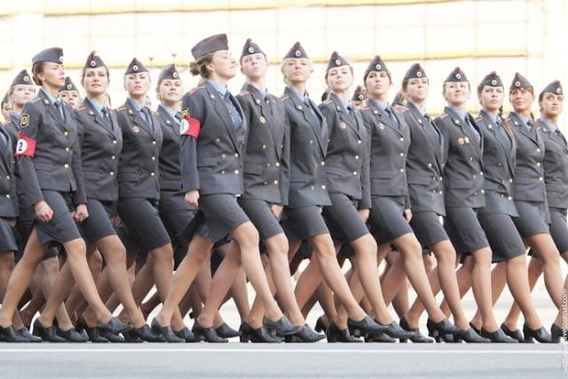 Parade tentara cantik rusia yang bikin heboh