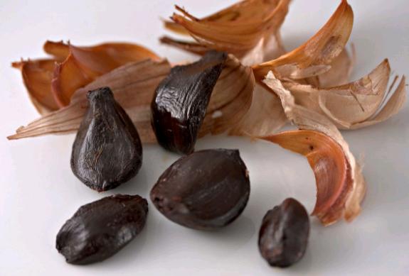 Bawang Hitam (Black Garlic) atau Bawang Putih Hitam