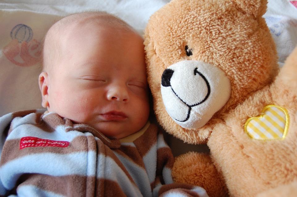 baby-bebê-criança-recem-nascida-amor-familia-parto=gravidez-urso-criança-berçario-familia