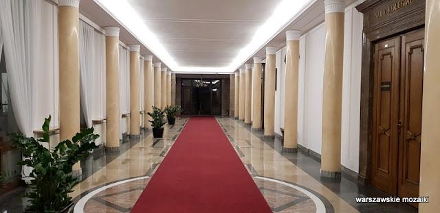hol korytarz Warszawa Warsaw Świętokrzyska warszawska architektura gmach ministerialny lata 50 wykończenie wnętrz
