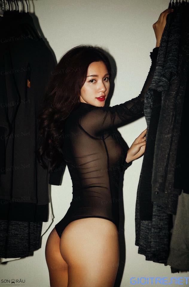 Quỳnh Hương: Em mẫu cho shop quần áo đấy^^