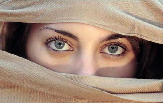 Mắt phải giật, nháy liên tục là hiện tượng gì?