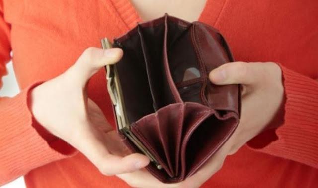 Δυο στους τρεις Έλληνες δεν πλήρωσαν εγκαίρως λογαριασμό επειδή δεν είχαν