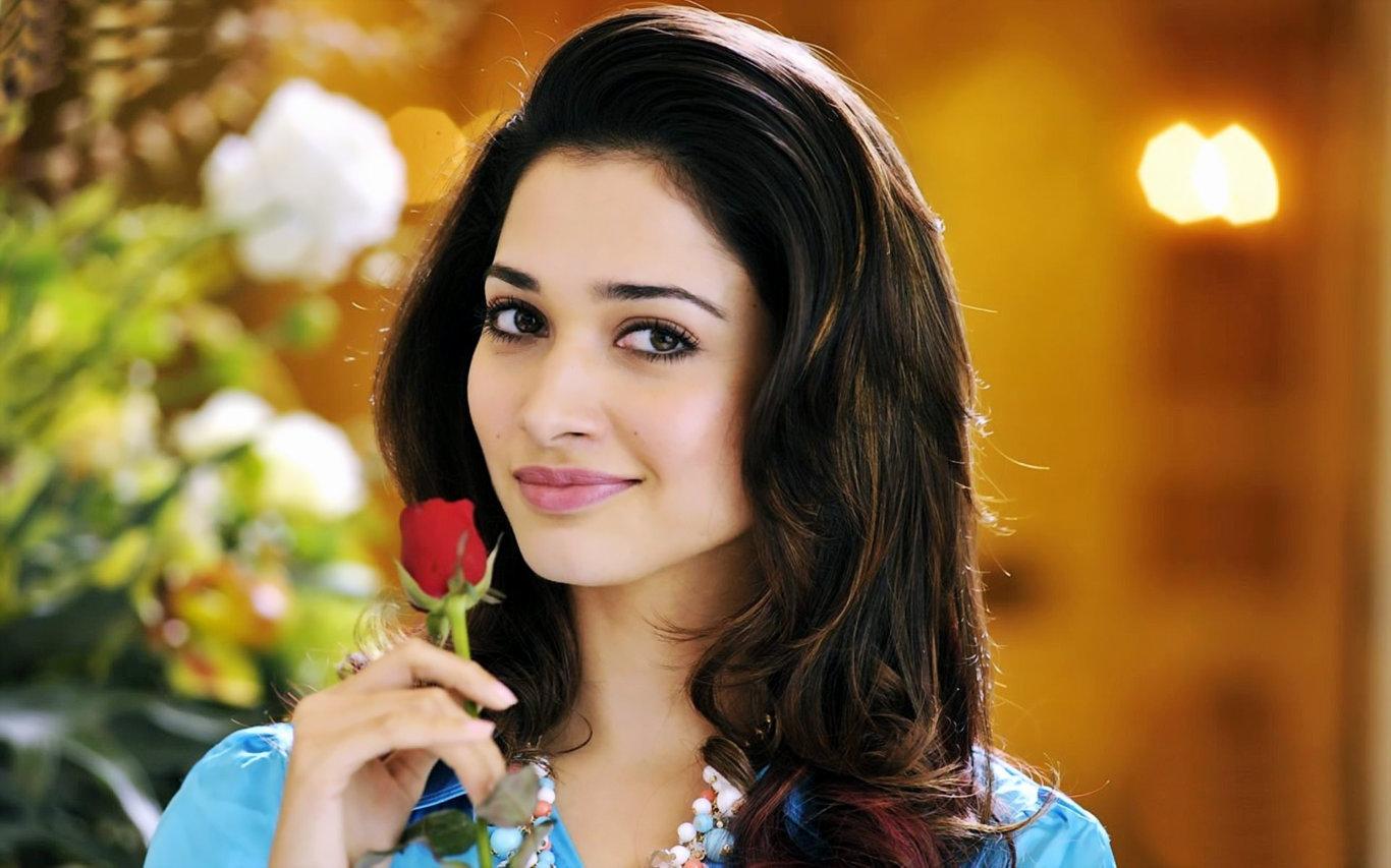 Tamannah Bhatia Cute Smile HD Wallpaper