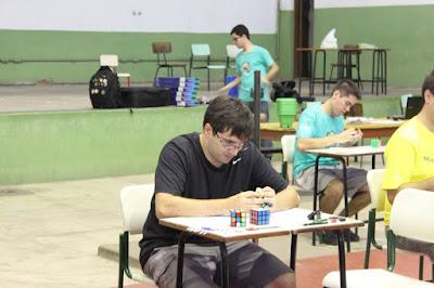 Pavia construindo sua vitória na categoria menos movimentos - foto: SBCubos