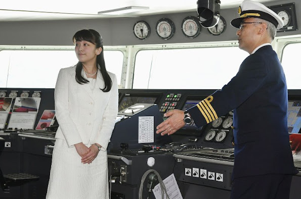 "Princess Mako of Akishino visited the research vessel ""Kaimei"" (enlightened) which is currently docked at the Ariake Pier in Tokyo harbour. Imperial Highness Princess Kako of Akishino. New Dress, Spring Summer dress"