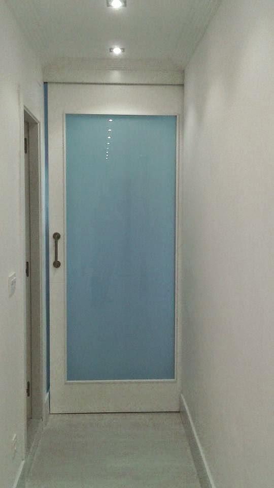 esta puerta corredera da acceso a la zona del dormitorio para invitados al que se le doto de un pequeo bao para mas intimidad