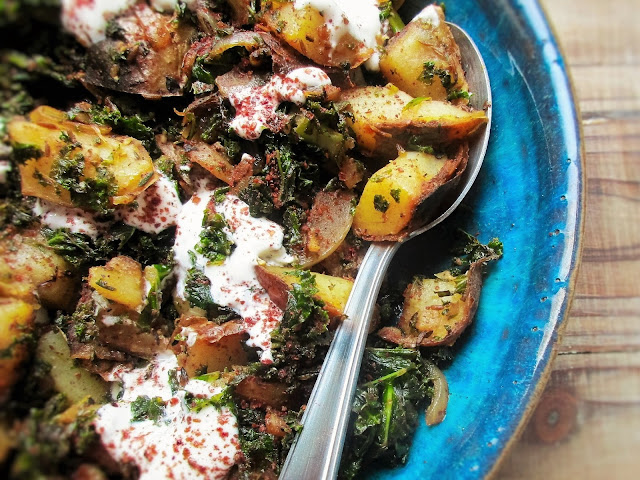 breakfast, brunch, food blogger, gluten free, hash, kale, leftovers, lunch, potato, recipe, side dish, supper, vegan, vegetarian, de tout coeur limousin, food blogger, food blog, France, Limousin, retreat, thyme, cumin, sumac, spices,
