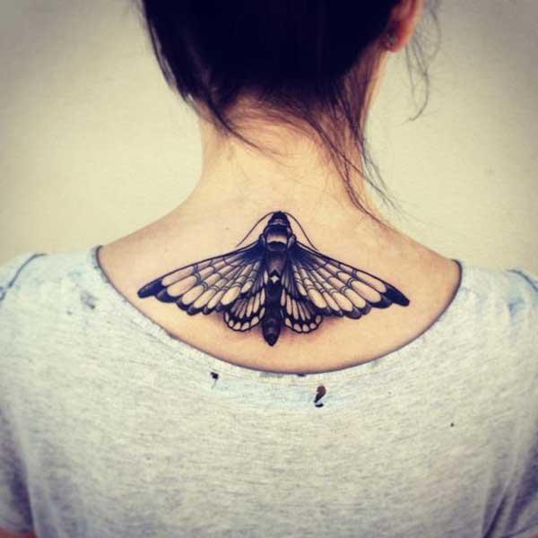 ense altı büyük kelebek dövmesi