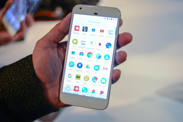 google-pixel-phone-hands-on-9-640x427 The Google Pixel dethroned the iPhone 7 during Black Friday Technology