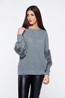 Pulover gri casual tricotat cu maneca lunga cu insertii cu blana ecologica •