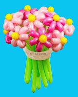 букет с розовыми цветами  из воздушных шариков