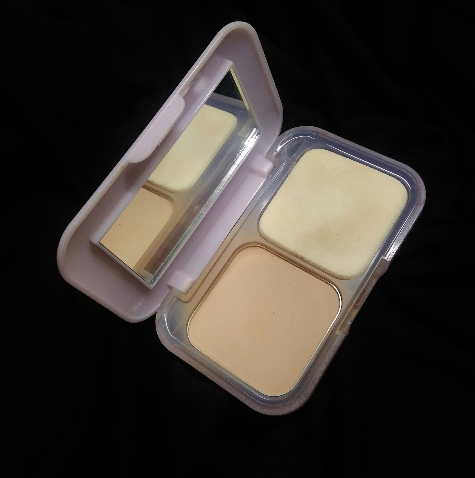 MAYBELLINE CLEAR GLOW PRESSED POWDER (03 NATURAL) - REVIEW ...